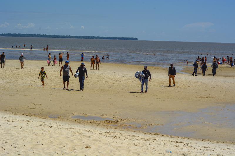 Na Praia do Amor, uma barraca de praia foi apreendida por agentes de postura.