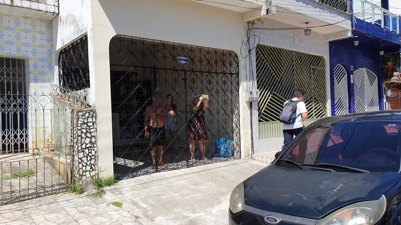Moradores foram para a frente das casas ver a Banda da GMB passar