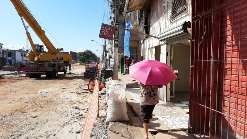 Via está passando por melhorias de saneamento, onde vai receber, também, padronização de calçadas.