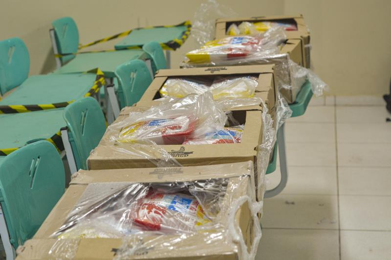 Entrega dos kits obedece a normas de segurança contra a disseminação da covid