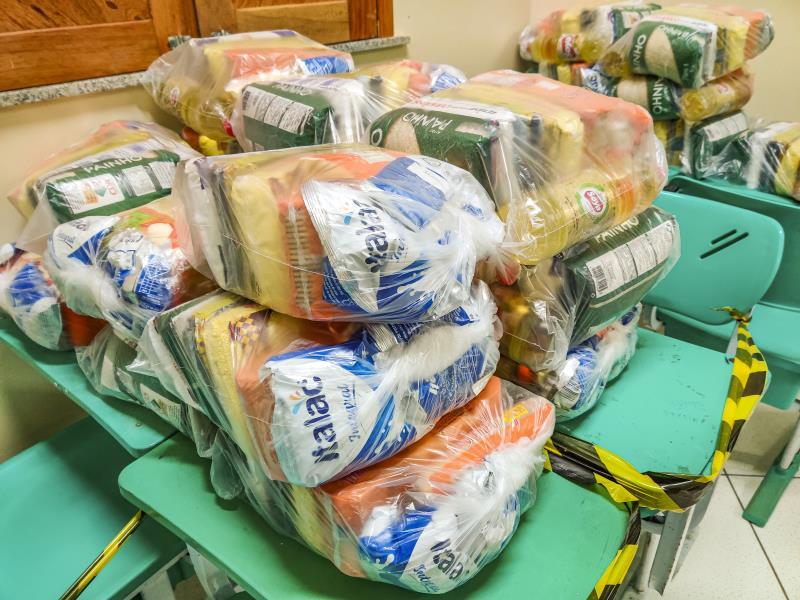 Todos os produtos que compõem os kits da merenda escolar passaram por avaliação das nutricionistas da Fundação Municipal de Assistência ao Estudante (Fmae).
