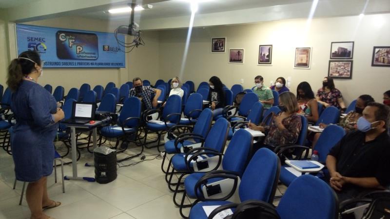 A formação de diretores foi realizada em vários espaços conforme a zonal regional das escolas.