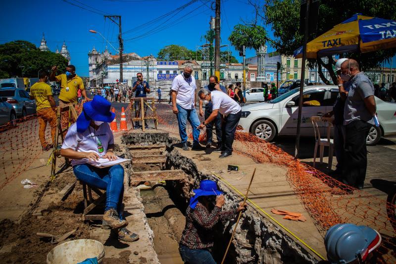 Durante a vistoria, Zenaldo Coutinho observou os trabalhos de drenagem e escavação.