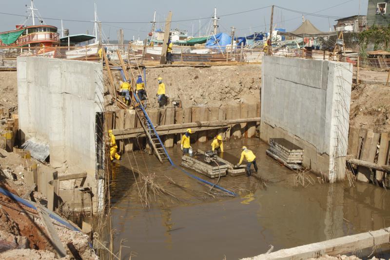 Está em construção no trecho um canal de descarga, que vai receber água dos canais da área e conduzir para o rio Guamá