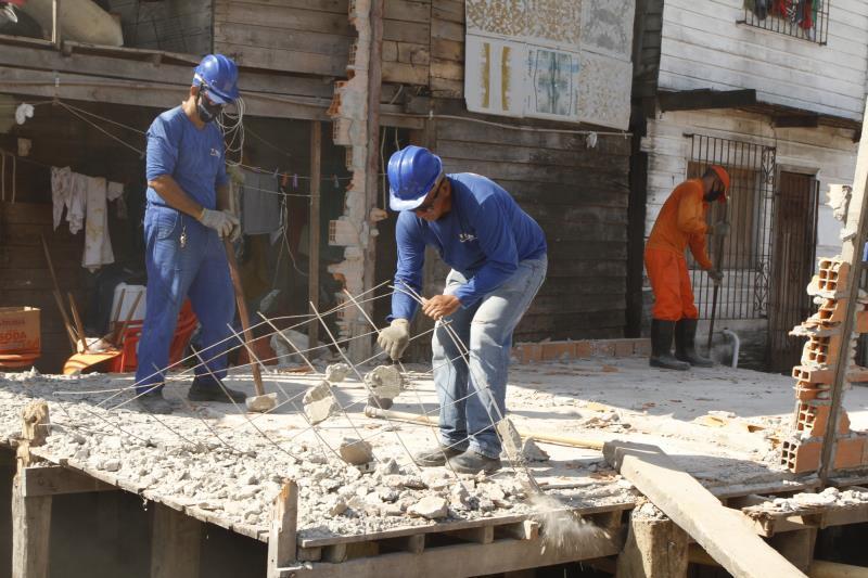 Mais de 30 operários trabalham na área