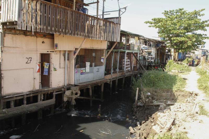 Obra conjunta do Promaben, da Sesan e da Seurb desobstruem margem do rio Guamá