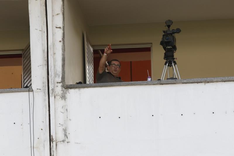 O repórter da TV RBA, Lino Machado, nas cabines