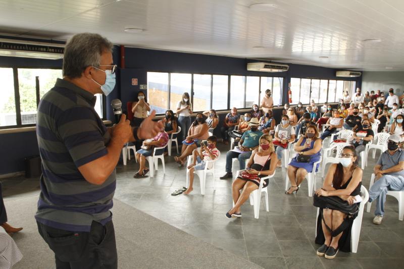 O prefeito Zenaldo fez a entrega dos títulos no auditório da Aldeia Amazônica