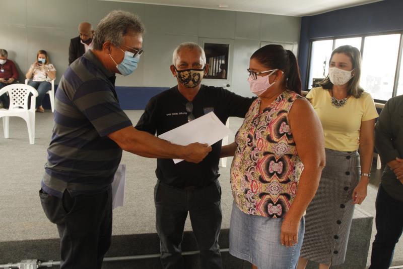 Os moradores do conjunto Antônio Vinagre, que foram remanejados da avenida Bernardo Sayão, receberam na manhã desta terça-feira, 22, a certidão de posse dos imóveis