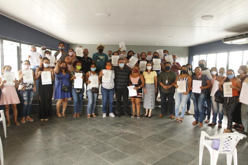 Foram benefiadas com os novos títulos famílias do Conjunto Habitacional Comandante Cabano Antônio  Vinagre, no Curió-Utinga