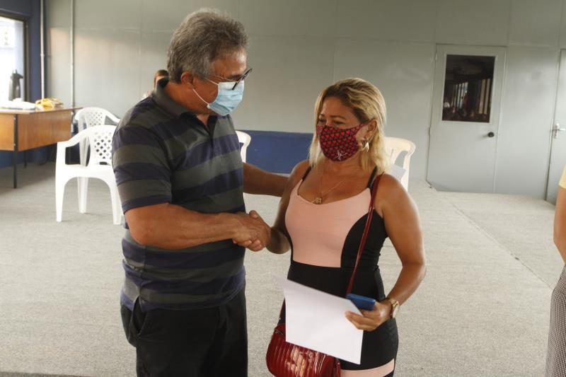 O prefeito Zenaldo Coutinho entregou os títulos de posse dos imóveis do conjunto Antônio  Vinagre nesta terla-feira, 22