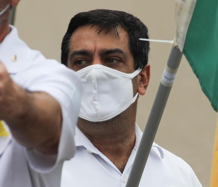 Close do rosto do diretor da Festa de Nazaré que agrediu o fotojornalista Filipe Bispo Vale