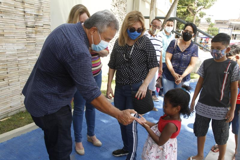 Prefeito Zenaldo Coutinho inaugura a praça Benedito Monteiro no bairro do Guamá.