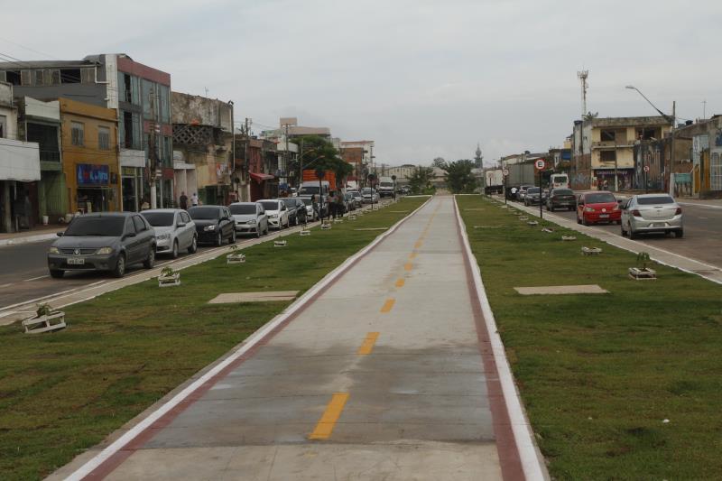 A área conta agora com calçadas acessíveis, ciclovia, sinalização e paisagismo.