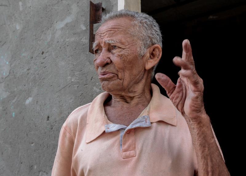 """O aposentado Eliezer Cruz Almeida aprovou a iniciativa da PMB: """"Toda limpeza  é bem-vinda""""."""