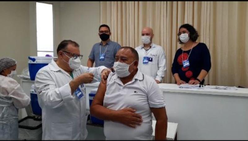 João Batita foi o primeiro servidor a ser vacinado no PSM Dr. Mário Pinotti