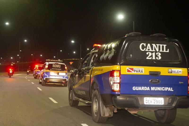 Guardas Municipais realizam rondas preventivas em diversas praças de Belém.