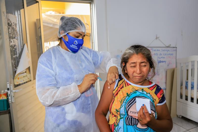 Indígena Maria Mendoza também foi uma das vacinadas