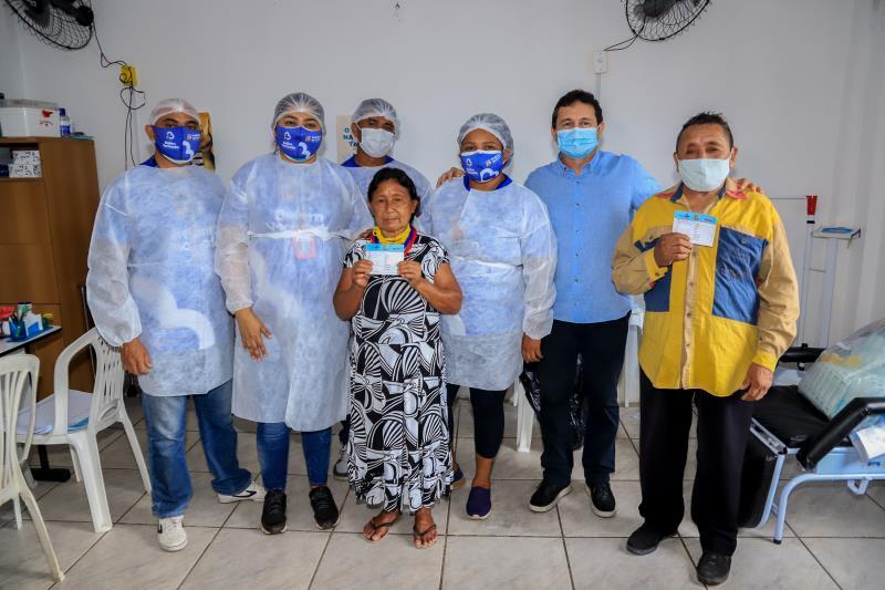 Primeiro casal de Warao vacinado pela Sesma
