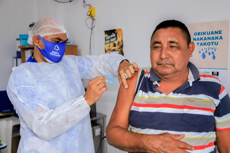Antônio Hernandes é um dos Warao que recebeu a primeira dose da vacina