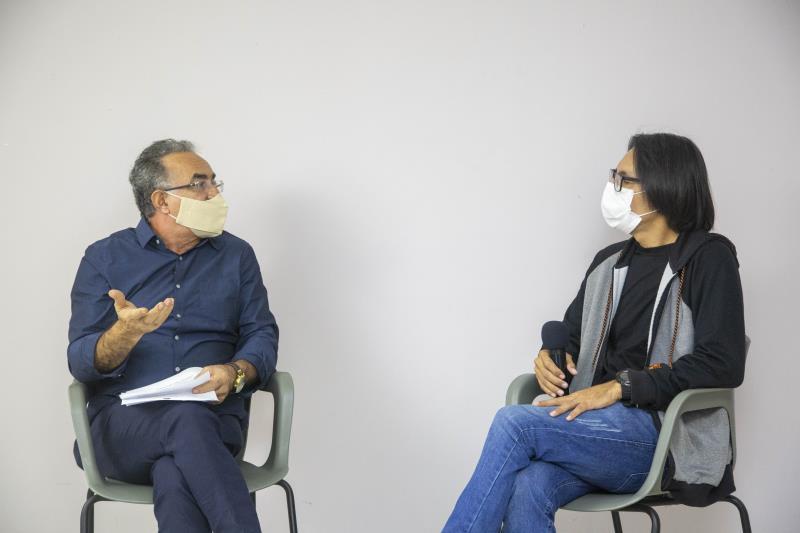 Prefeito Edmilson Rodrigues e o artista plástico Raimundo Calandrino durante a live