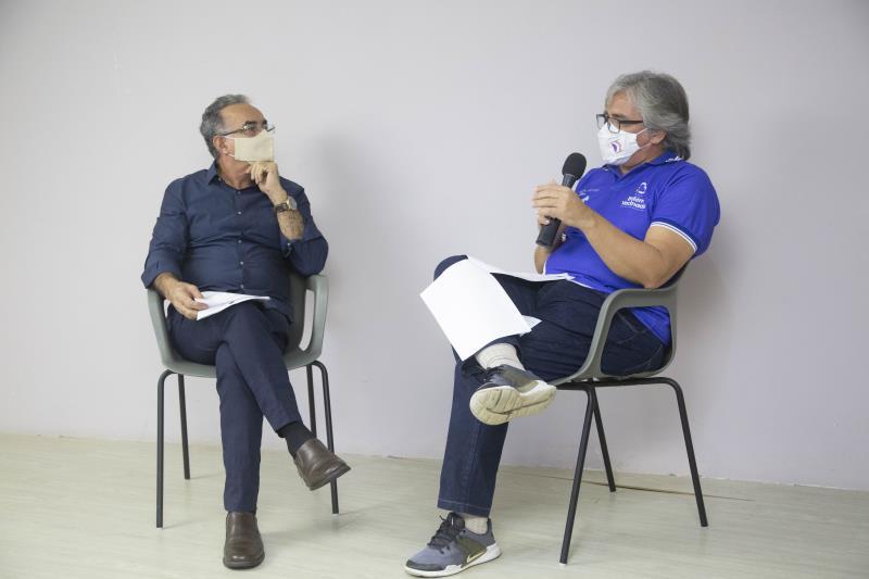Prefeito e diretor da Vigilância em Saúde anunciam os dados da vacinação em Belém
