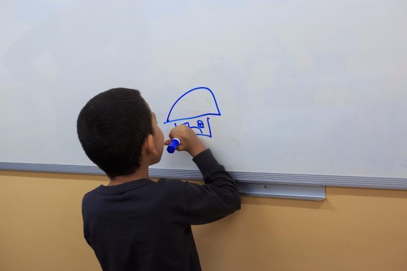 O pequeno Miguel Siqueira, de 6 anos, teve um desenvolvimento significativo na comunicação e no aprendizado.