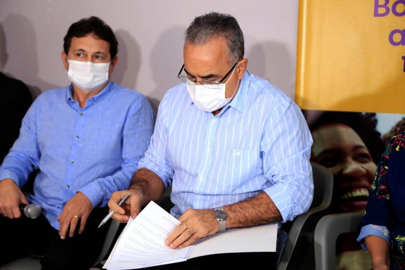 Prefeito Edmilson Rodrigues e presidente da Funpapa, Alfredo Costa reuniram para assinatura do decreto