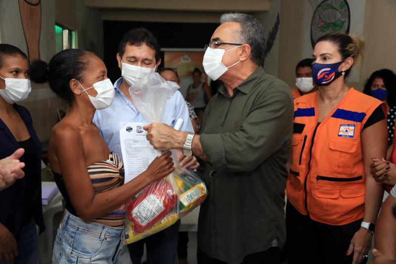 Famílias recebem ajuda do prefeito Edmilson Rodrigues, Defesa Civil e Funpapa