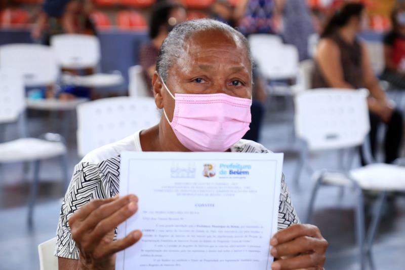 Maria José Lima Silva esperou 30 anos para ter o local de moradia regularizado
