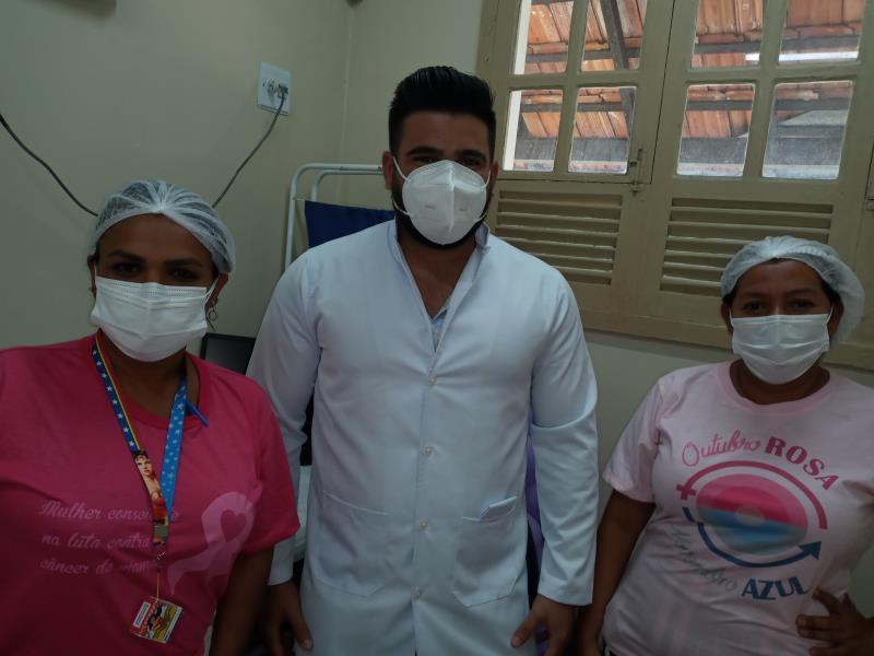 Médico José Henrique Gomes e as enfermeiras da ESF Maracajá, Silvia Sousa e Tamara Bentes