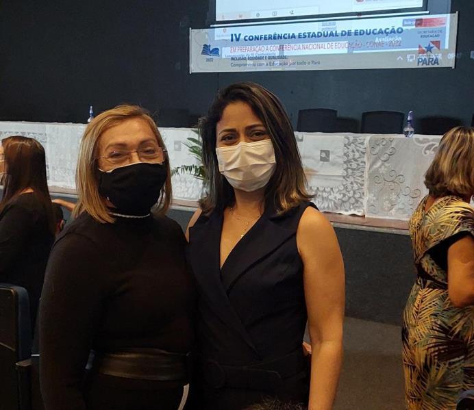 Secretária adjunta de Estado de Educação, Regina Pantoja, ao lado da secretária municipal de Educação, Andréia Sampaio (esquerda)