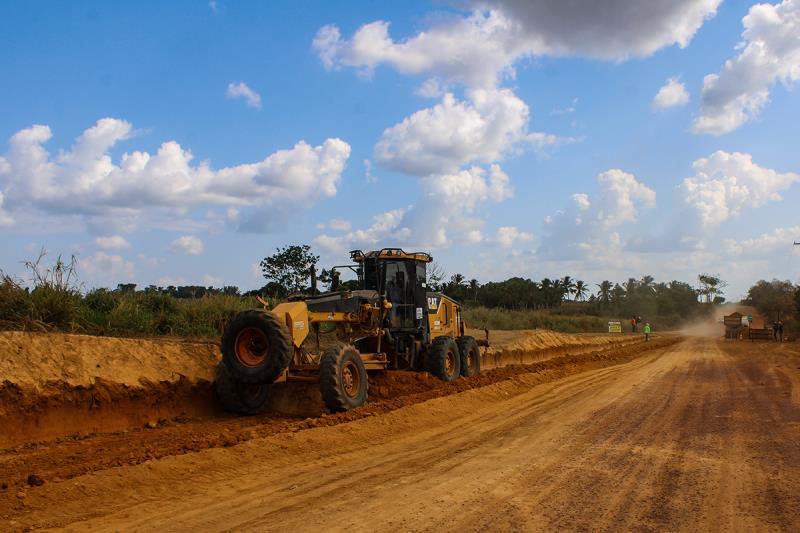 Pavimentação da estrada para a Colônia do Uraim segue avançando