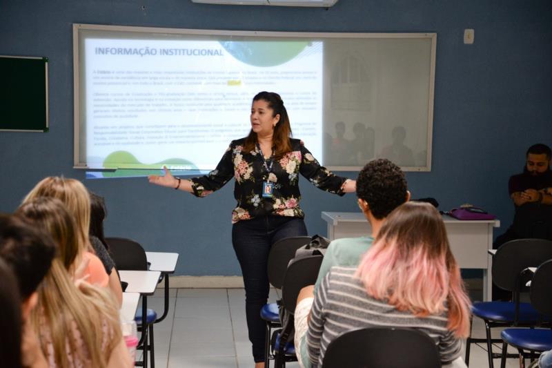 A jornalista e professora Arcângela Sena se dedica a preparar os futuros jornalistas para o mercado de trabalho.