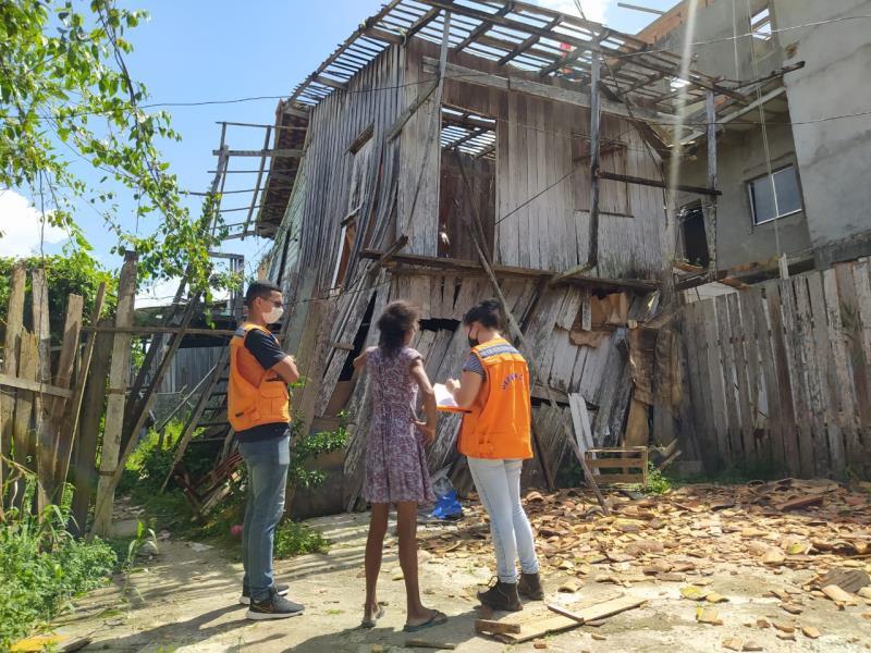 Imóvel de madeira, localizado na Tv. Mariz e Barros, desabou nesta quarta-feira, 7