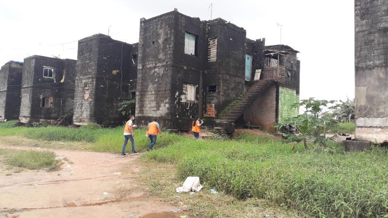 Os residenciais Paracuri I e Paracuri II estão com obras paradas há quase 10 anos, no distrito de Icoaraci