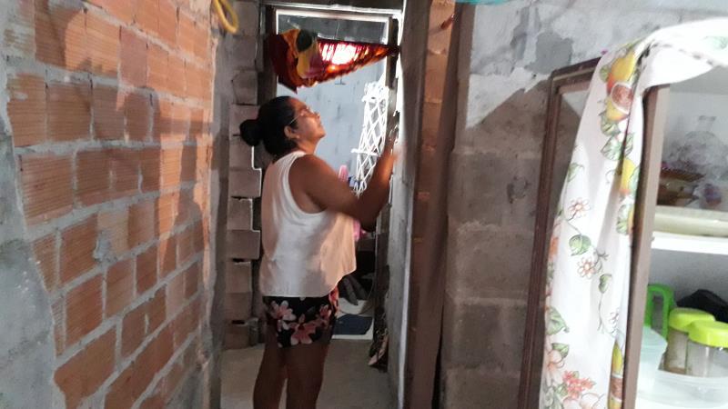 Os imóveis são habitados de forma precária, sem abastecimentos de água e de energia elétrica