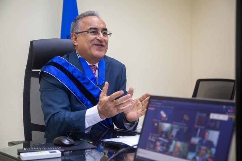 Membro do IHGP o prefeito Edmilson Rodrigues deu posse aos novos diretores da instituição.