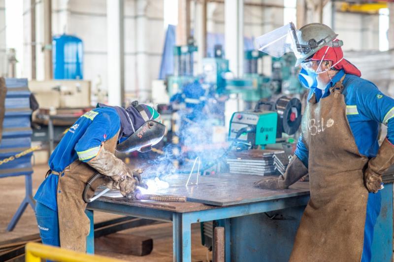Operários da indústria Regaf no Polo Metal Mecânico de Barcarena (Crédito da Foto: Fernando Sette)
