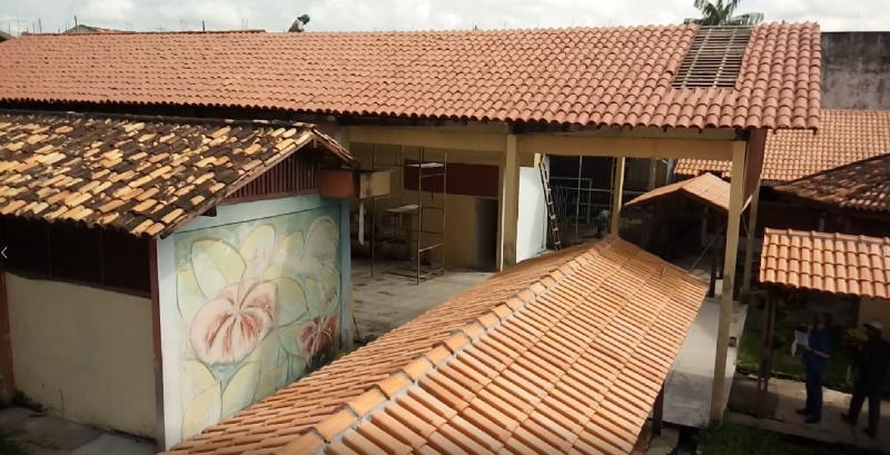 Reformas feitas no telhado, revisão elétrica, hidráulica, pintura, piso, forro, caixa d'água, além de troca de mobiliário