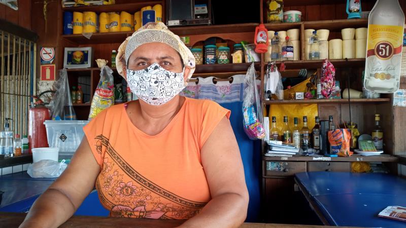 Emiliana Socorro, barraqueira da praia do Farol. Mais de trinta pessoas já estão aguardando trabalho com aquecimento da economia de Mosqueiro.