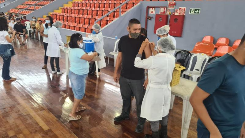A Sesma garantiu a vacinação de centenas de trabalhadores do ensino fundamental no Mangueirinho.