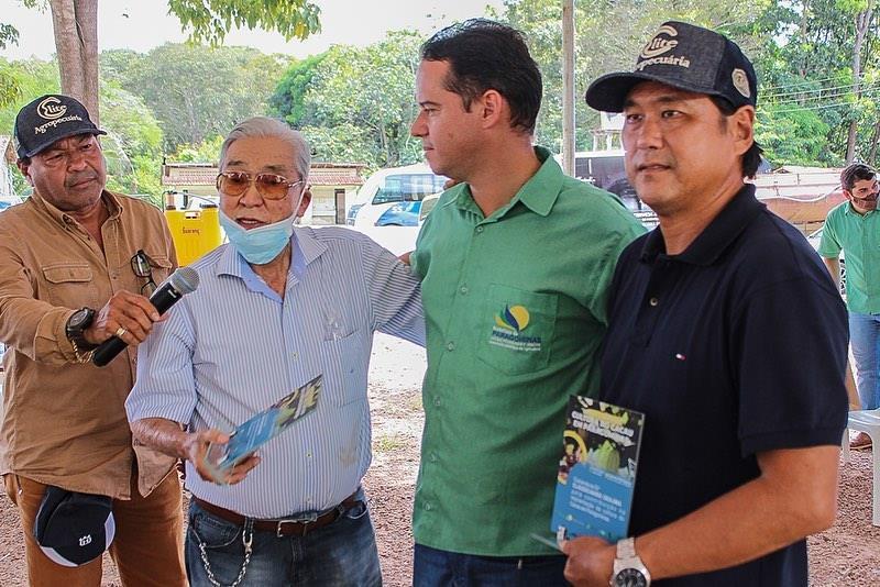 Dia de Campo valoriza plantio de cacau em Paragominas. Na foto: Família Okajima.