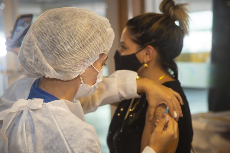 Jovens de 21 a 24 anos serão imunizados contra a Covid-19 em Belém