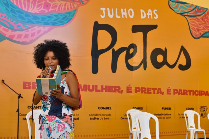 Roberta Tavares, participou do evento com o Xirê Literário