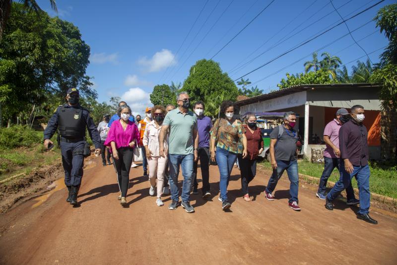 Prefeito e equipe da gestão municipal visitam a ilha de Cotijuba para vistoriar e inaugurar obras