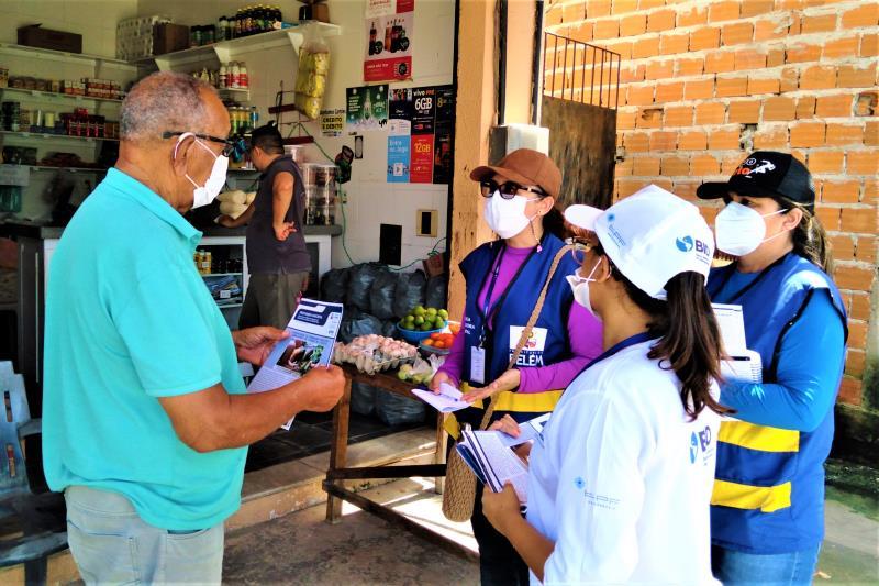 Durante o mutirão, os moradores foram incentivados a coletar e depositar óleo de cozinha usado em um ponto de coleta que a Concaves vai disponibilizar na Rua dos Caripunas