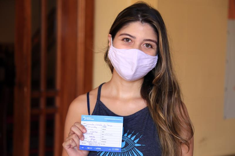Gabriela Frazão foi se vacinar e exortou os jovens de Belém a seguirem seu exemplo