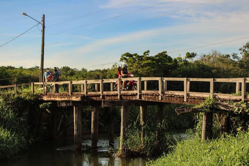 Atual ponte que liga os bairros Promissão 1 e JK será substituída por uma de concreto