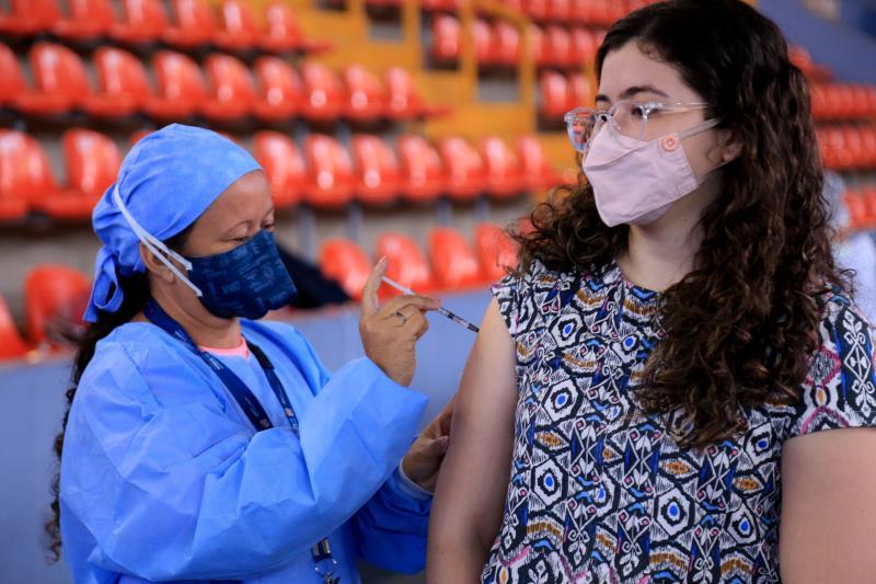 Segundo dados preliminares da Sesma, até às 14h30 desta sexta-feira, cerca de 12.321 jovens jáhaviam sido imunizados